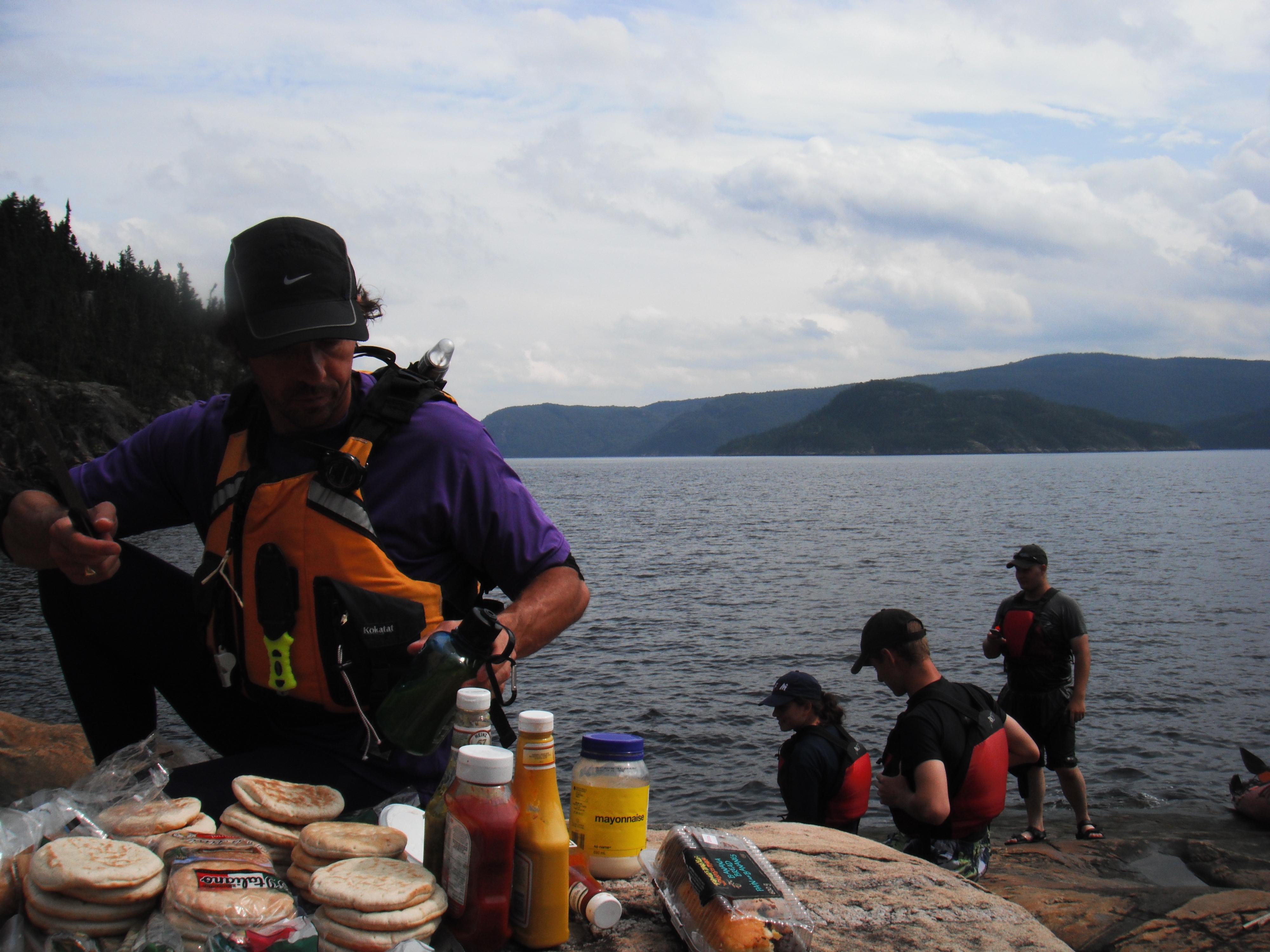 Arrêt dîner sur les berge du Fjord-du-Saguenay