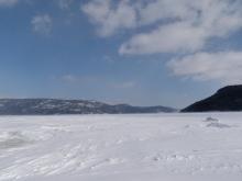 En motoneige sur le Fjord du Saguenay. Au Pied de la pourvoirie du Cap au Leste