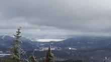 Le sommet du Mont-Édouard ; vue sur le Fjord-du-Saguenay